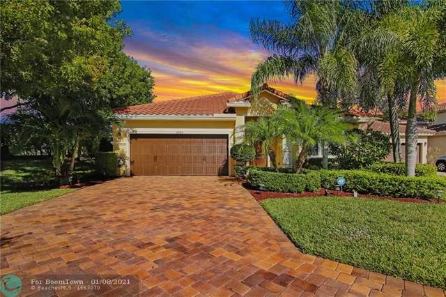 10753 Willow Oak Ct, Wellington, FL 33414 (MLS #F10265445) :: Berkshire Hathaway HomeServices EWM Realty