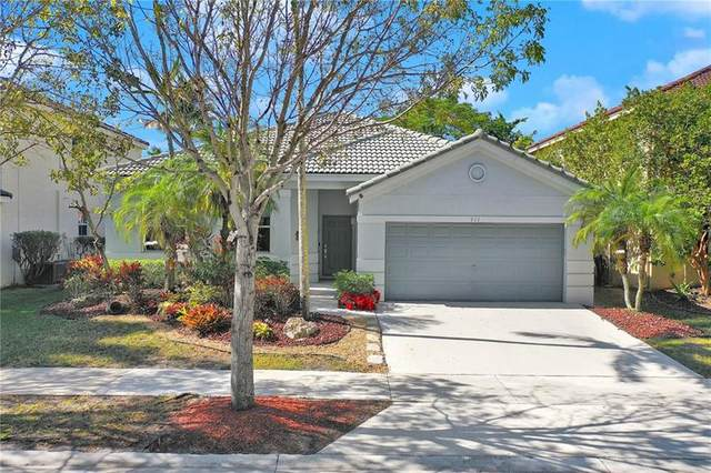 911 Nandina Dr, Weston, FL 33327 (MLS #F10270044) :: United Realty Group