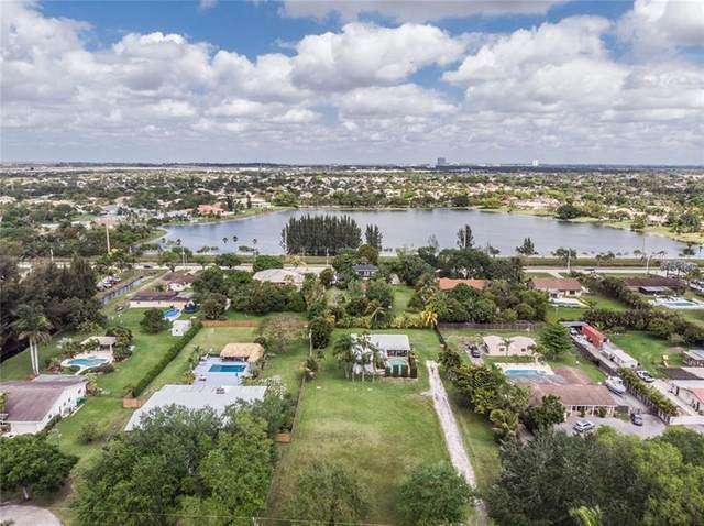 14111 SW 15th Ct, Davie, FL 33325 (MLS #F10276605) :: The Jack Coden Group