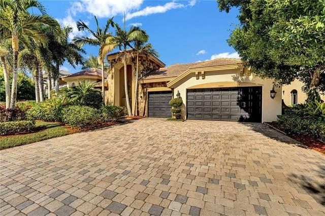 10642 Versailles Boulevard, Wellington, FL 33449 (#F10280469) :: Michael Kaufman Real Estate