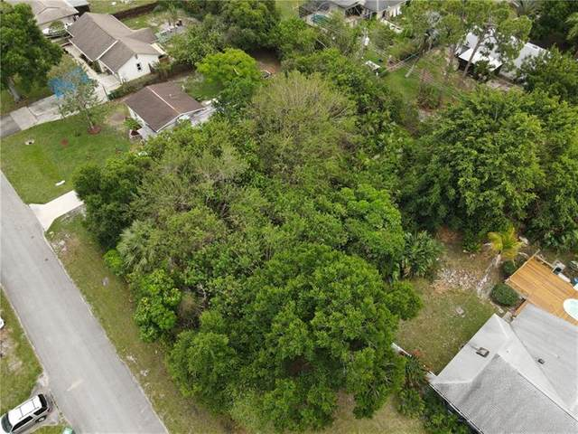 7901 Hamilton Ave, Fort Pierce, FL 34951 (MLS #F10281268) :: Berkshire Hathaway HomeServices EWM Realty