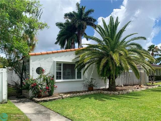 1611 Mayo St, Hollywood, FL 33020 (MLS #F10283706) :: Berkshire Hathaway HomeServices EWM Realty