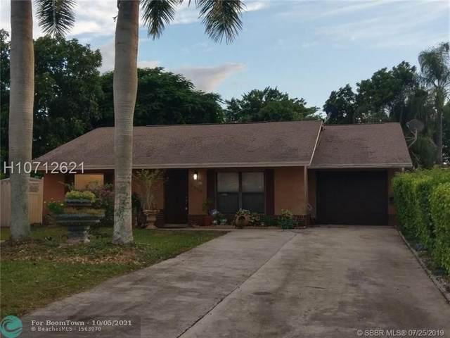 5886 Ithaca Cir, Lake Worth Beach, FL 33463 (MLS #F10302531) :: Castelli Real Estate Services