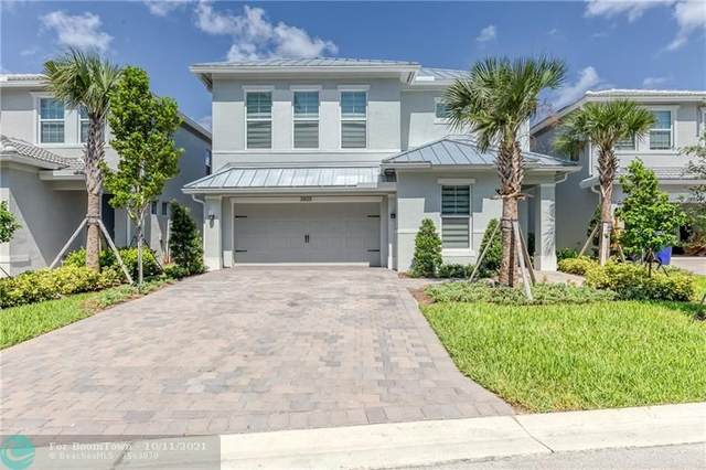 3805 Greenway Dr, Hollywood, FL 33021 (MLS #F10302735) :: Castelli Real Estate Services