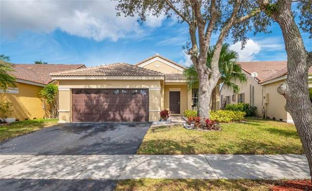 931 Falling Water Rd, Weston, FL 33326 (MLS #F10270140) :: United Realty Group