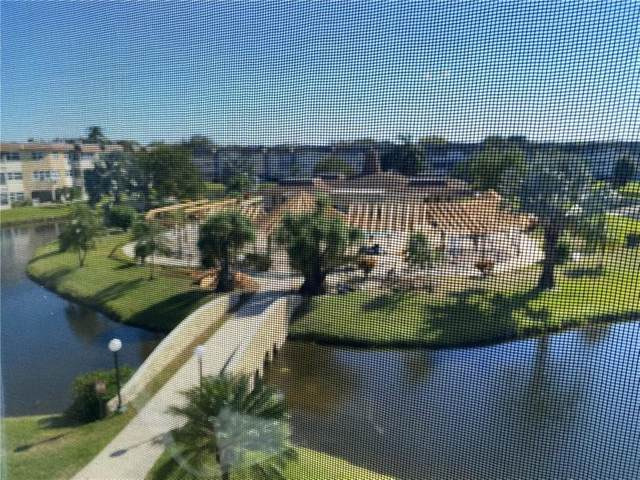4800 NW 35th St #609, Lauderdale Lakes, FL 33319 (#F10270419) :: Signature International Real Estate
