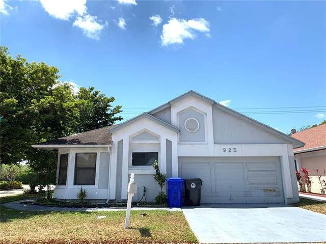 925 W Maple St, North Lauderdale, FL 33068 (MLS #F10277616) :: The Jack Coden Group