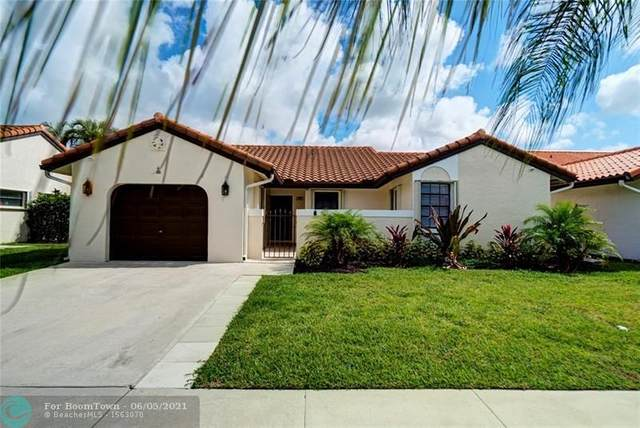 15 Columbia Ct, Deerfield Beach, FL 33442 (MLS #F10286278) :: Berkshire Hathaway HomeServices EWM Realty