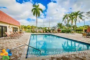 128 S Cypress Rd #813, Pompano Beach, FL 33060 (MLS #F10108589) :: Green Realty Properties
