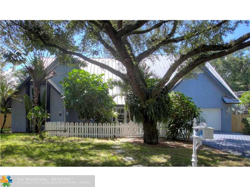 2415 Riverlane Ter, Fort Lauderdale, FL 33312 (MLS #F10030981) :: United Realty Group