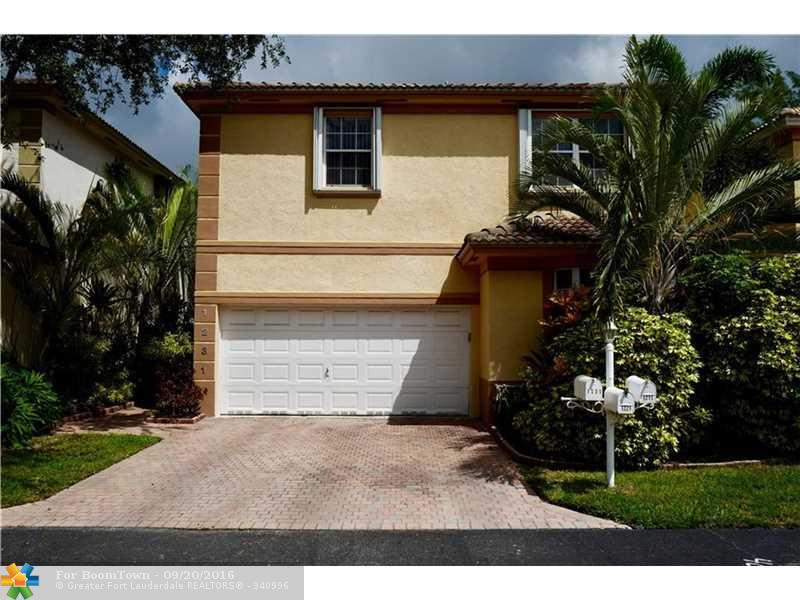 1231 Hayes St, Hollywood, FL 33019 (MLS #F10031737) :: United Realty Group
