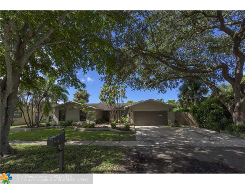 811 Nw 76th Terr, Plantation, FL 33324 (MLS #F10035023) :: United Realty Group