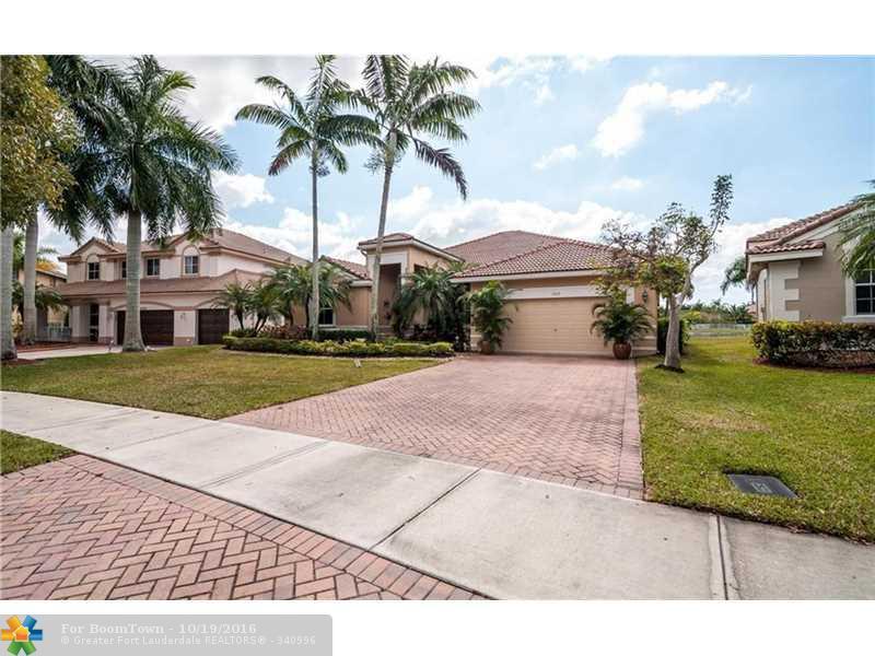 1532 Cardinal Way, Weston, FL 33327 (MLS #F10035713) :: United Realty Group