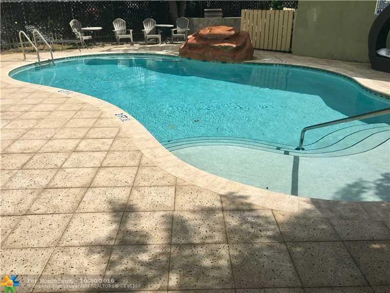 2000 Monroe St #5, Hollywood, FL 33020 (MLS #F10035823) :: United Realty Group