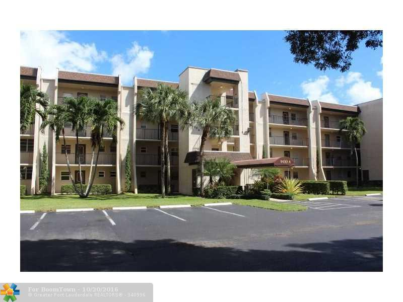 9430 Poinciana Pl #408, Davie, FL 33324 (MLS #F10036036) :: United Realty Group