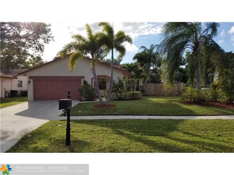 21749 Little Bear Ct, Boca Raton, FL 33428 (MLS #F10037500) :: United Realty Group