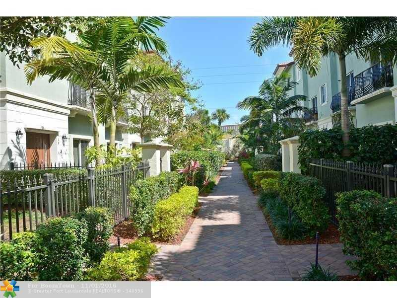 54 NW 7th St #54, Boca Raton, FL 33432 (MLS #F10037843) :: United Realty Group