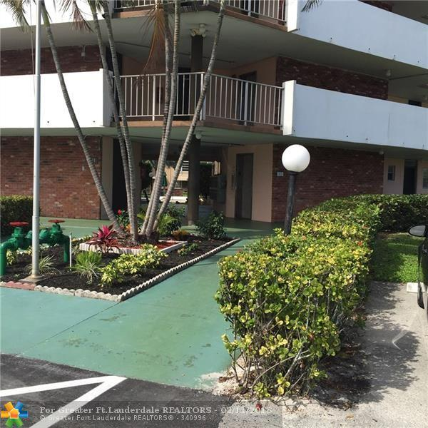 3091 NW 46th Ave 402A, Lauderdale Lakes, FL 33313 (MLS #F10108404) :: Green Realty Properties