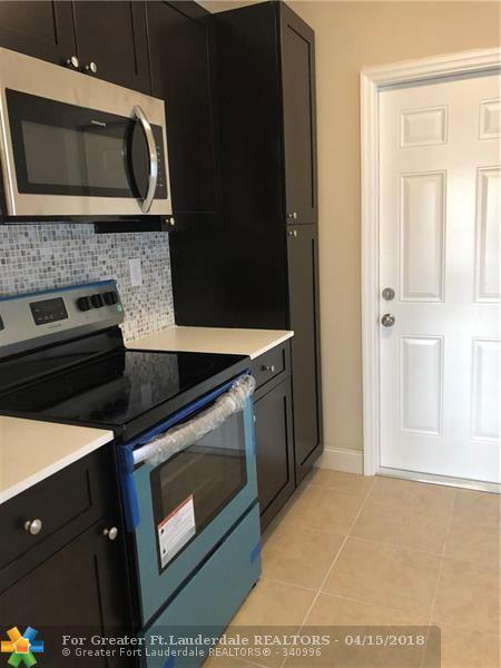 5725 Seton Dr, Margate, FL 33063 (MLS #F10117806) :: Green Realty Properties