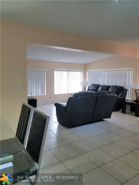 7731 NW 15th Ct, Pembroke Pines, FL 33024 (MLS #F10124132) :: United Realty Group