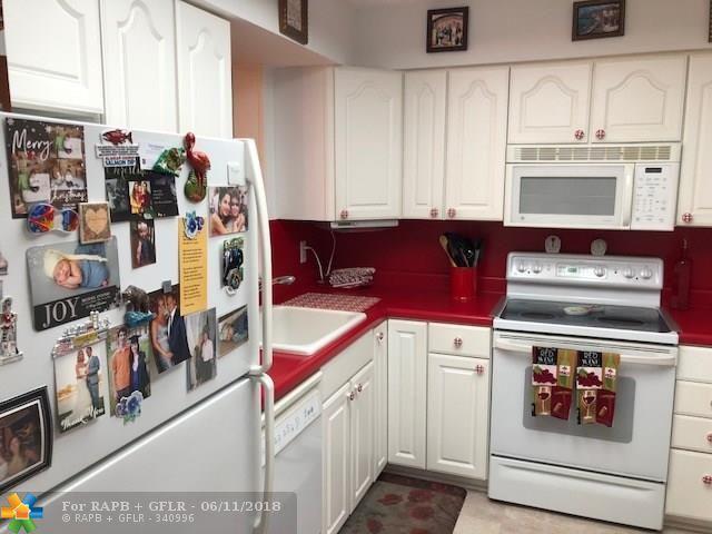 7220 Lake Circle Dr #207, Margate, FL 33063 (MLS #F10126824) :: Green Realty Properties