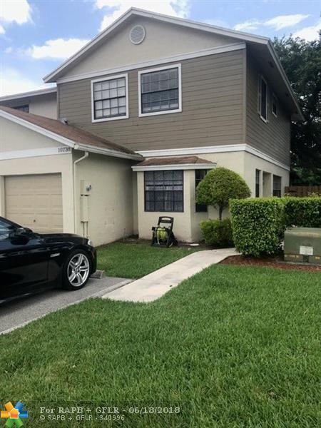 10738 NW 10th St #10738, Pembroke Pines, FL 33026 (MLS #F10127940) :: Green Realty Properties