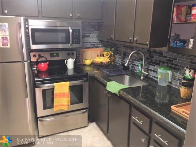 6 E Farnham A #6, Deerfield Beach, FL 33442 (MLS #F10128817) :: Green Realty Properties