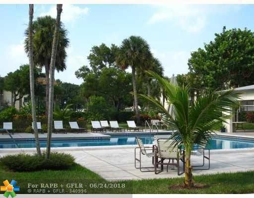 6085 N Sabal Palm Blvd #102, Tamarac, FL 33319 (MLS #F10128970) :: Green Realty Properties