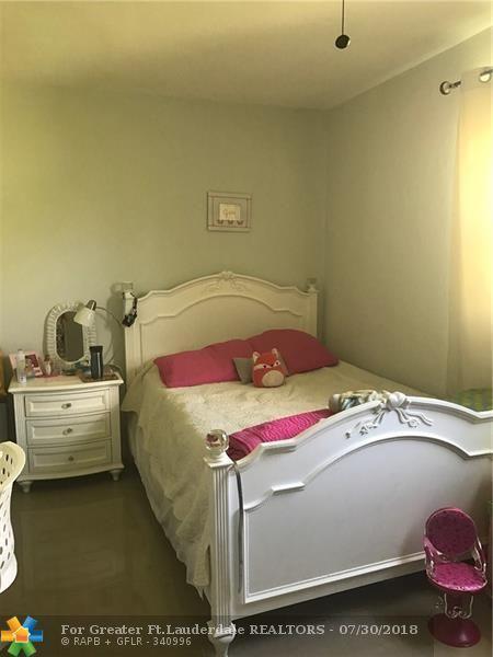 279 NE 30th St, Pompano Beach, FL 33064 (MLS #F10133455) :: Green Realty Properties