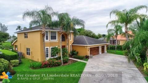 110 Locust Ln, Royal Palm Beach, FL 33411 (MLS #F10135276) :: Green Realty Properties