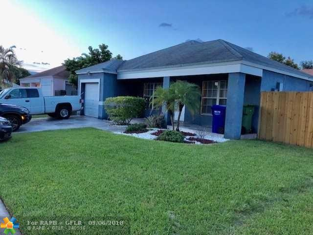 1111 SW 85th Ave, Pembroke Pines, FL 33025 (MLS #F10139223) :: Green Realty Properties