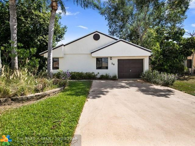 26 Hawthorne Ln, Boynton Beach, FL 33426 (MLS #F10144824) :: Green Realty Properties