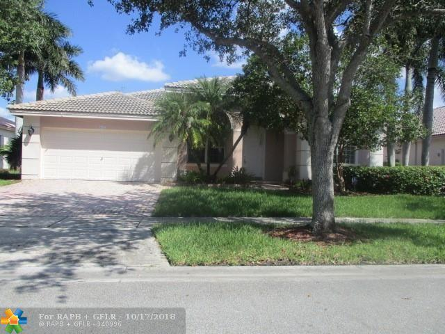 897 NW 167th Ave, Pembroke Pines, FL 33028 (MLS #F10145985) :: Green Realty Properties