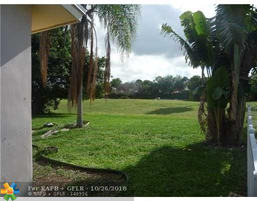 22412 SW 65th Ave, Boca Raton, FL 33428 (MLS #F10146987) :: Green Realty Properties