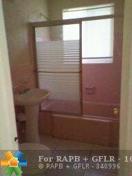 1080 E Country Club Circle, Plantation, FL 33317 (MLS #F10147566) :: Green Realty Properties