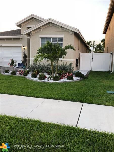 4065 Tomoka Dr, Lake Worth, FL 33462 (MLS #F10148619) :: Green Realty Properties