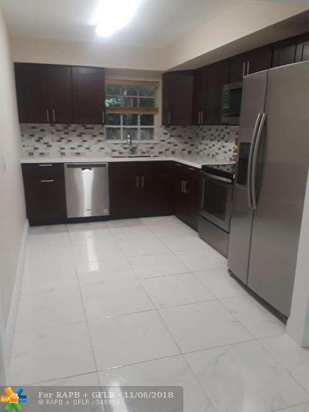 7460 Mcarthur Pkwy, Hollywood, FL 33024 (MLS #F10148889) :: Green Realty Properties