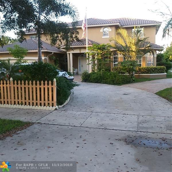229 NW 15th St, Pompano Beach, FL 33060 (MLS #F10149792) :: Green Realty Properties
