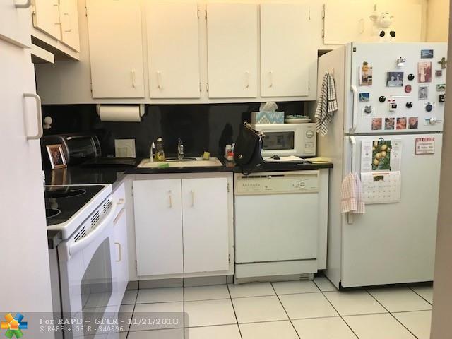 3070 Holiday Springs Blvd #103, Margate, FL 33063 (MLS #F10150934) :: Green Realty Properties