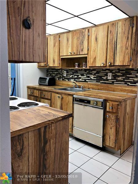 3070 NW 48th Ter #413, Lauderdale Lakes, FL 33313 (MLS #F10152718) :: Green Realty Properties