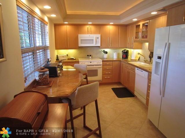 3705 Oaks Way #209, Pompano Beach, FL 33069 (MLS #F10152825) :: Green Realty Properties