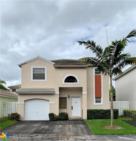 9858 NW 2nd St, Plantation, FL 33324 (MLS #F10163753) :: The Howland Group