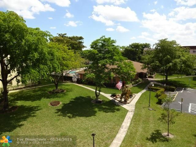 2841 Somerset Dr #400, Lauderdale Lakes, FL 33311 (MLS #F10168362) :: The O'Flaherty Team
