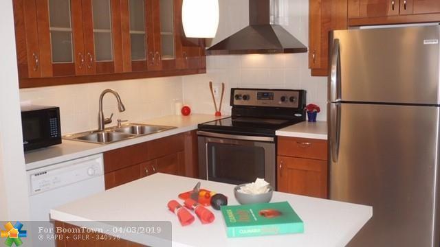 253 S Cypress Rd #203, Pompano Beach, FL 33060 (MLS #F10169594) :: The O'Flaherty Team