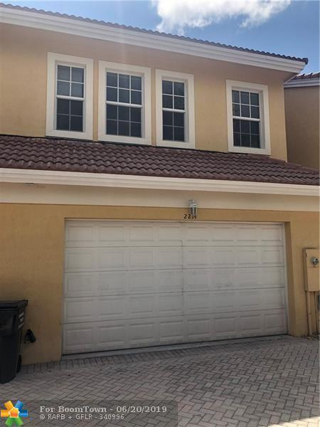 2214 Van Buren St, Hollywood, FL 33020 (MLS #F10179666) :: Castelli Real Estate Services