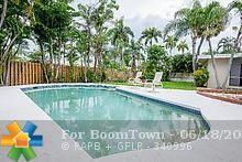 2433 NE 21st Ave, Lighthouse Point, FL 33064 (MLS #F10180153) :: The Edge Group at Keller Williams