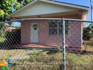633 SW Avenue D, Belle Glade, FL 33430 (MLS #F10180174) :: Green Realty Properties