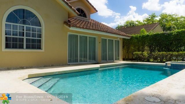 525 E Misty Oaks Dr, Pompano Beach, FL 33069 (MLS #F10180314) :: The O'Flaherty Team
