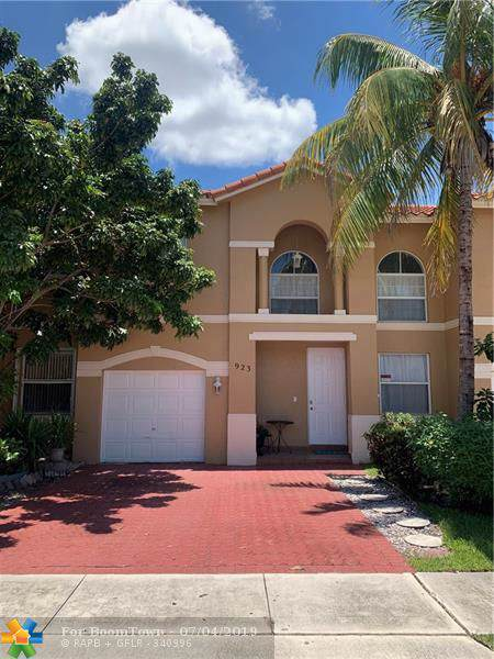 923 NW 135th Ave #923, Pembroke Pines, FL 33028 (MLS #F10183683) :: The O'Flaherty Team