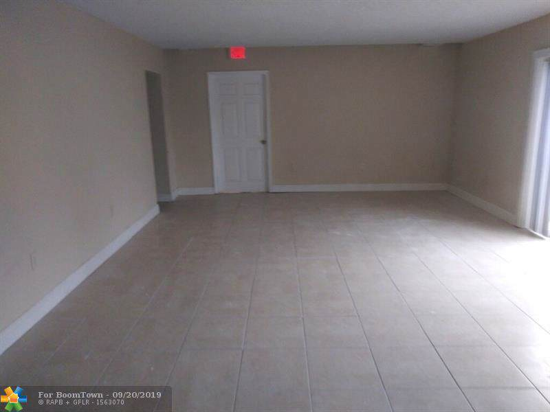 371 Commercial Blvd - Photo 1